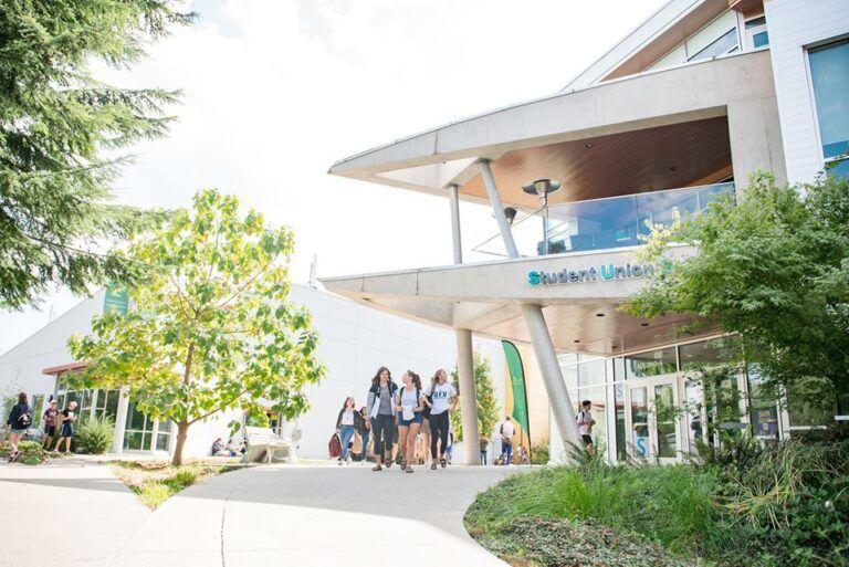 University of The Fraser Valley - Đại học có chất lượng giáo dục hàng đầu Canada